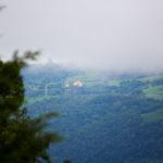 Morro e neblina